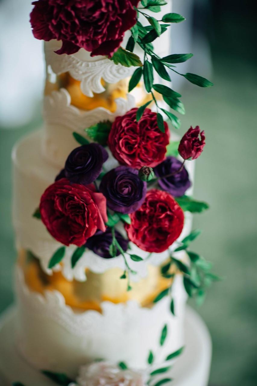 Jewel Tone Lace Sugar Flower Wedding Cake I Mischief Maker Cakes #weddingcake #cake #wedding #luxurywedding #luxuryweddingcake  #sugarflowers #sugarflower #lace #mischiefmakercakes #themischiefmaker