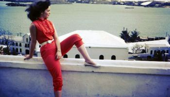 17cb50ca6ec9ee Capri pants: The favorite fashion trend of women from the 1950s.