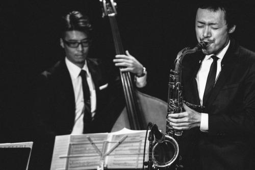 當村邦明-sax-TOMURA, Kuniaki-https://twitter.com/tomura_kuniaki梶山 伊織-bassist-KAJIYAMA, Iori-Moonlight Swing Orchestra(web)