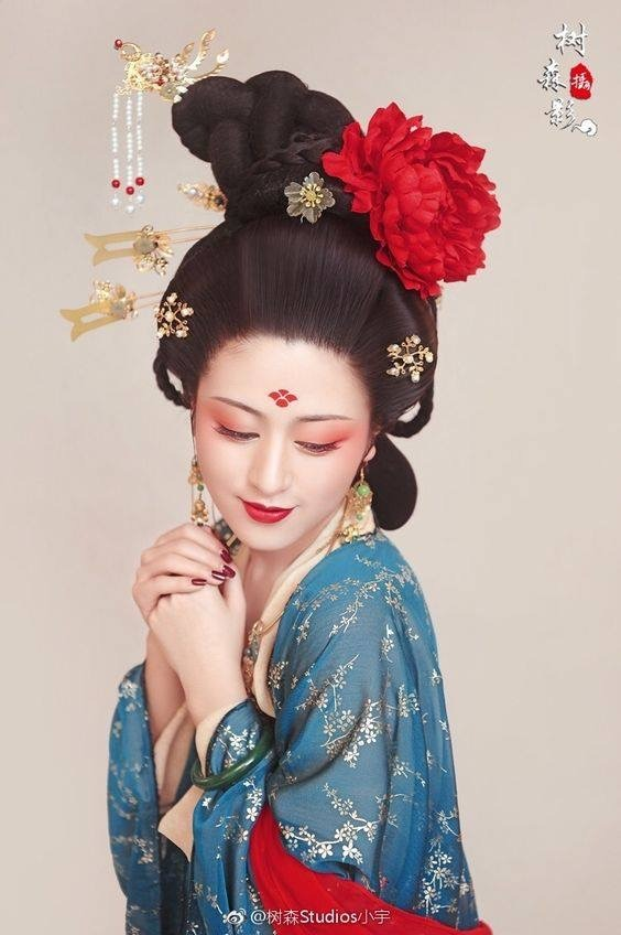 697e17d07 Traditional Chinese hanfu, makeup, and hair in… – China (中国)