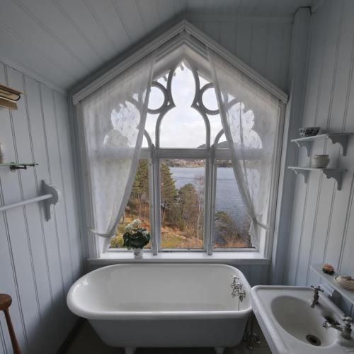 tiny house bathroom | tumblr