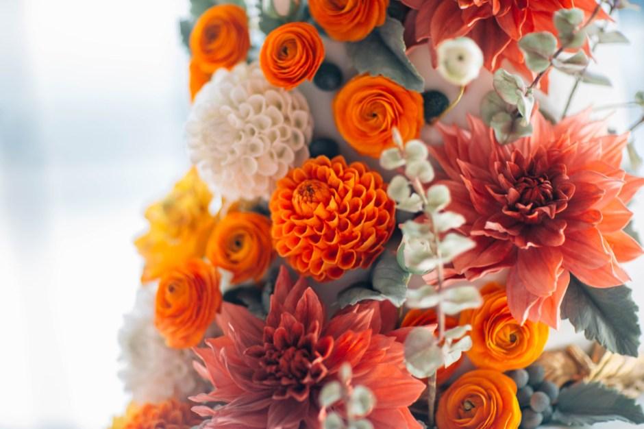 Fall Sugar Flower Wedding Cake I Mischief Maker Cakes #sugarflower #sugarflowerweddingcake #mischiefmakercakes #themischiefmaker #bemischievious #luxury #luxuryweddingcake  #luxurywedding