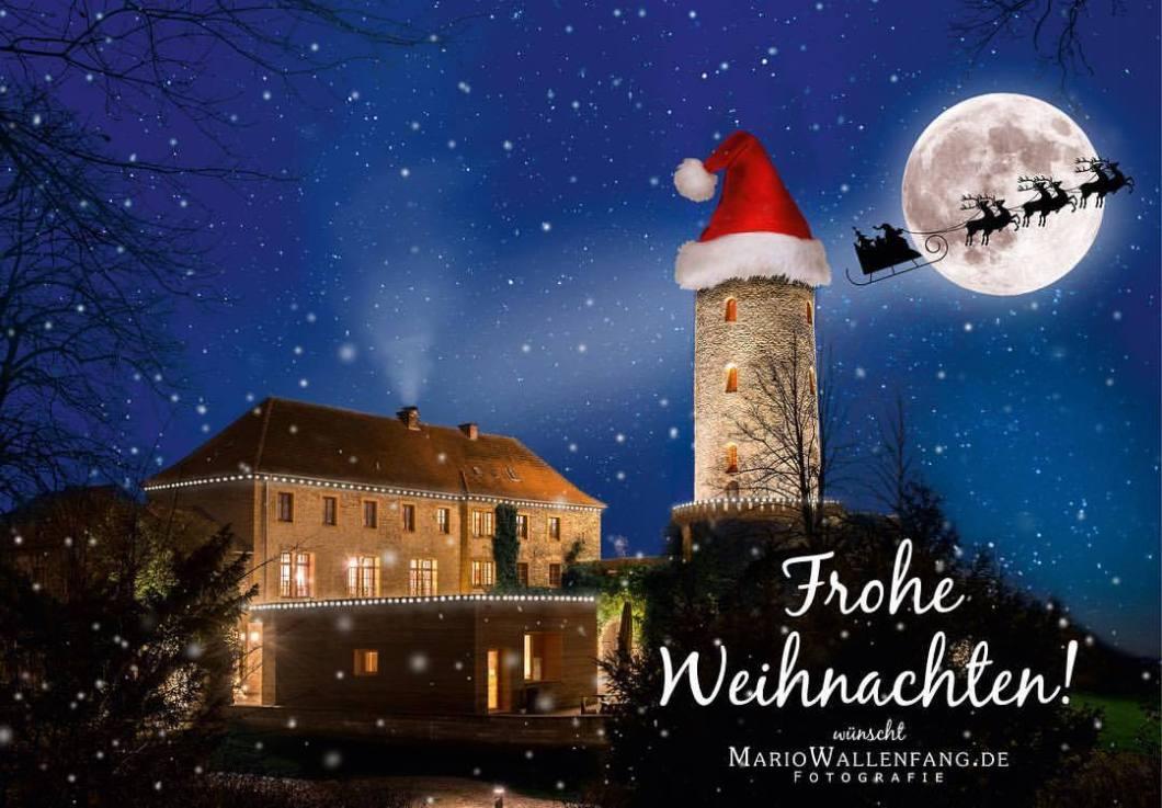 Frohe Weihnachten und ein friedliches, glückliches neues Jahr!Foto: Sparrenburg in Bielefeld, © Mario Wallenfang Fotografie#merrychristmas #christmas #weihnachten #bielefeld #owl #sparrenburg #ostwestfalen #liebefeld #happynewyear #santaclaus #winter #snow #composing #photooftheday #nightshot (hier: Sparrenburg Bielefeld)