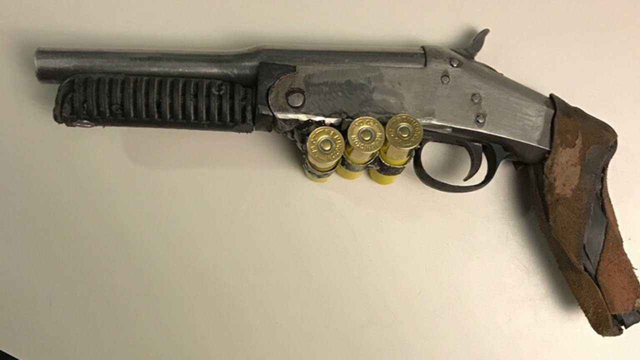 90fb8e9852cc0 Illegal sawed off shotgun confiscated from man claiming to be… – Antiques