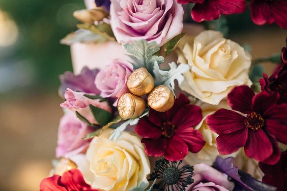 Sugar Flower Fall Wedding Cake I Mischief Maker Cakes I #mischiefmakercakes #themischiefmaker #kentuckyweddingcake #luxury #luxurywedding #bemischievious #fallweddingcake #autumnweddingcake