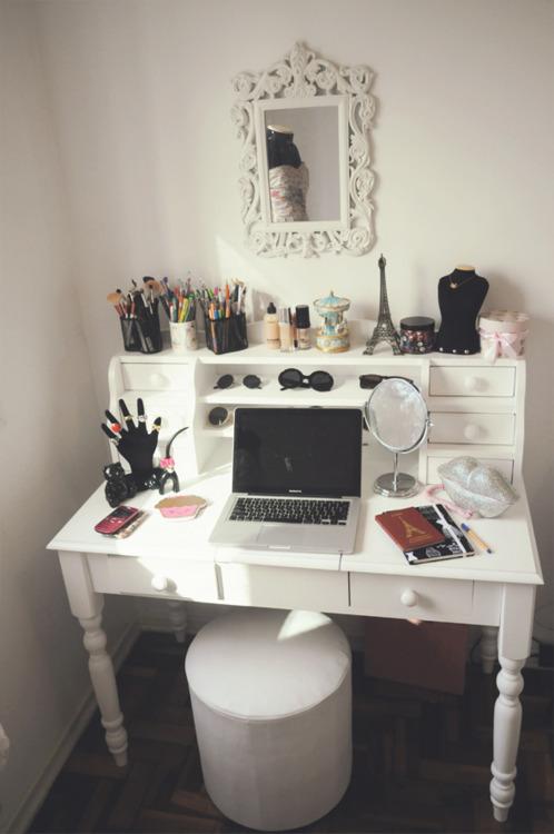 makeup vanity on Tumblr on Makeup Bedroom  id=44831