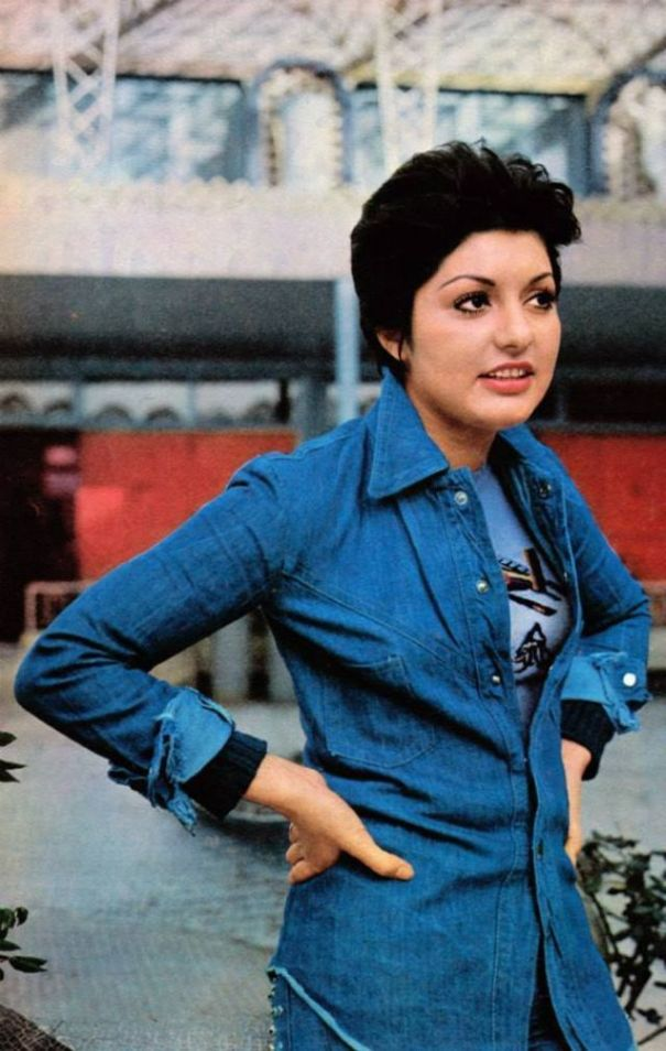 e97f489acc 40 fascinating color photographs of Googoosh
