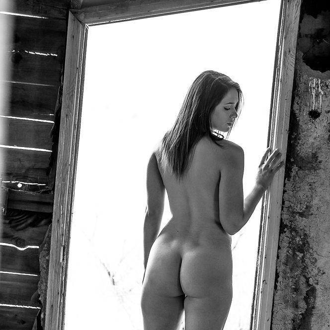 *Not All Doorways Lead to the Past*Model: Kaitlin....#doorways #bodypositive #embraceyourself #beauty #artnude #picoftheday #abandonedplaces #urbex #bootieseason #pnwlife (at Idaho)
