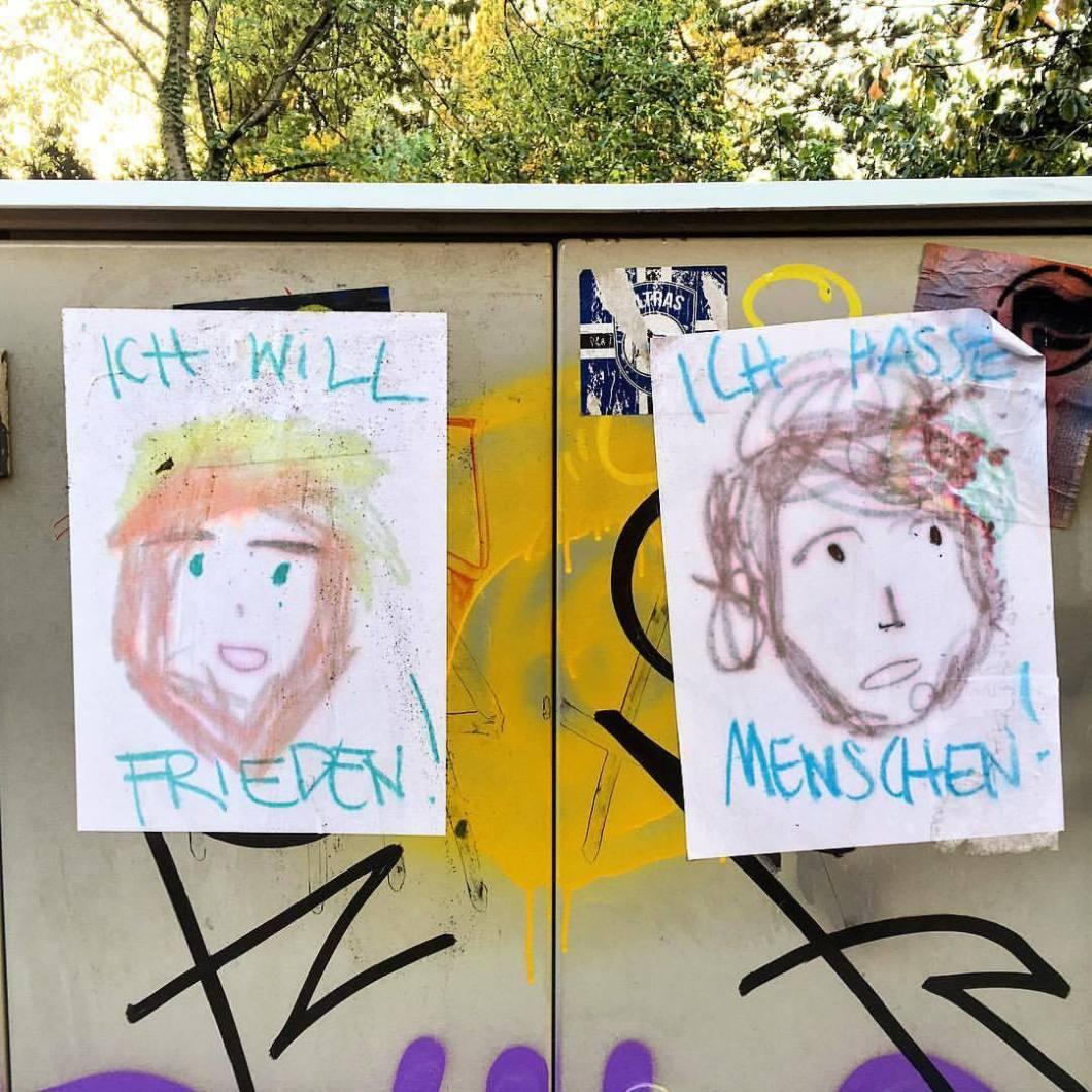 Was denn jetzt? 🤷🏻♂️Bielefeld, 2017..#photooftheday #onephotoaday #photography #iphoneonly #iphonography #iphone6s #iphonephotography #streetphotography #streetart #streetlife #streetstyle #reportage #reportagefotografie #reportagephotography #graffiti #graffitistyle #graffitiart #love #liebe #hass #herz #menschen #malerei #art #faces #painting #notes (hier: Bielefeld, Germany)