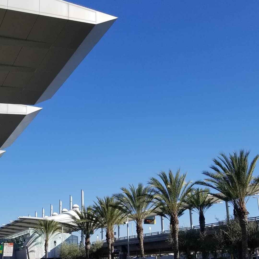 いい天気っていうか上着が邪魔 (San Diego International Airport)