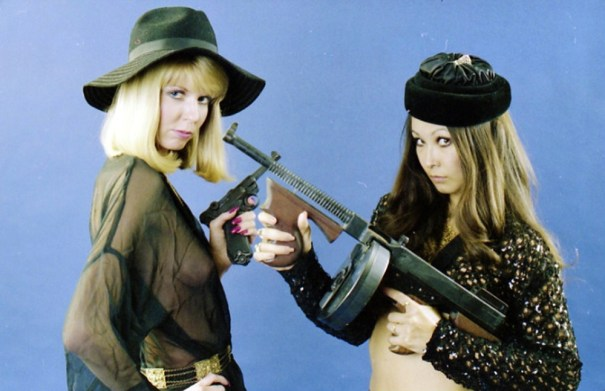 a34cae0bf1e9bb 33 funny vintage pictures of sexy young girls posing with guns. – History