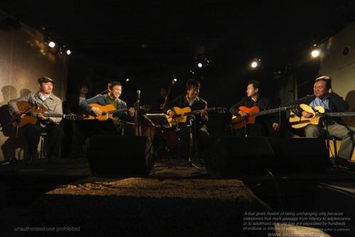法田勇虫:guitarist-HOUDA, Isamu-https://ameblo.jp/houda-i/Yu-Ma:violinistCafeManouche+川瀬眞司:gt http://kawaseshinji.com+山本佳史:gt http://www.yoshifumiyamamoto.com+中村尚美:bass http://bass703.exblog.jp
