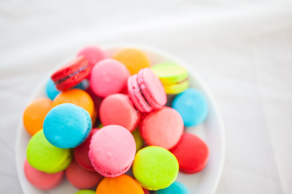 Mischief Maker Cakes I Colorful French Macarons   #mischiefmakercakes #themischiefmaker#macarons #sugar #mischiefmakercakes #themischiefmaker #bemischievious #frenchmacarons #livecolorfully