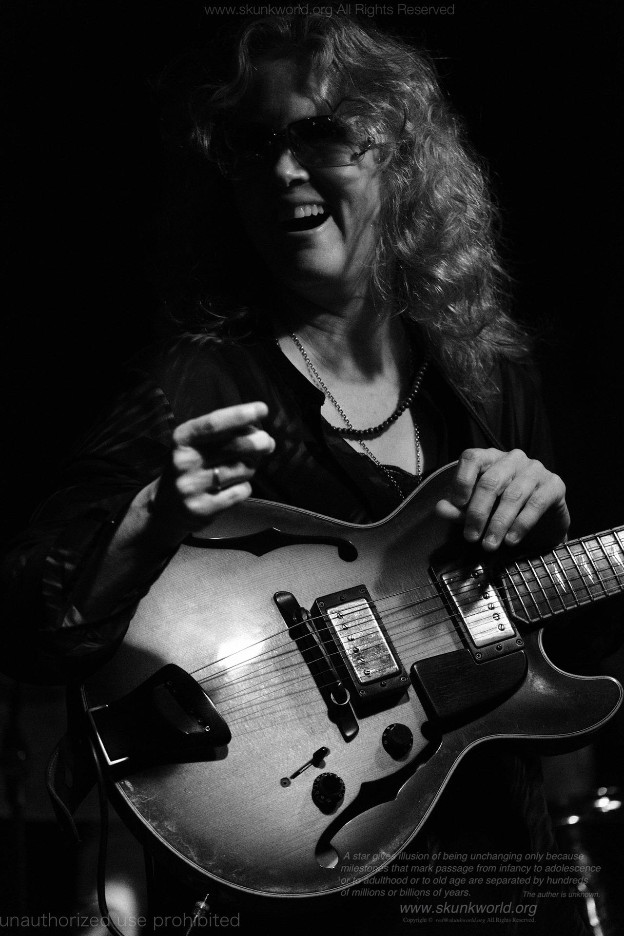 Sheryl Bailey:guitaristhttp://www.sherylbailey.com/