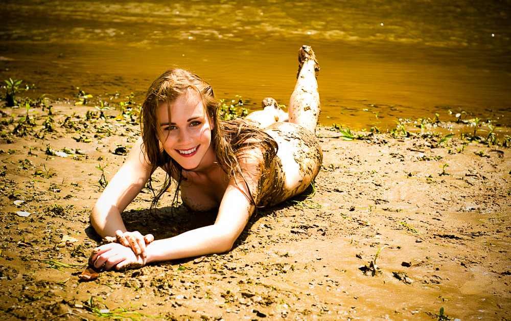 *Play in the Mud!* Researchers at Oregon State say that girls who play in the mud are healthier than those who don't! #mudplay #getdirty #girlswhogetdirty #funtimes #girlswhohavefun #pnwlife #itwillwashoff #sundayfunday #artnude