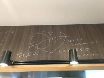 店内の壁にあるサイン