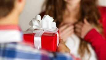 إحضار هدايا للوالدين