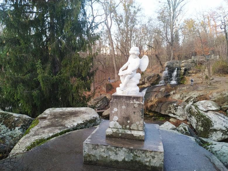 Скульптури у парку Софіївка