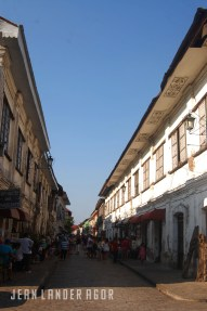 Calle Crisologo in Vigan: a mix of the old with the new