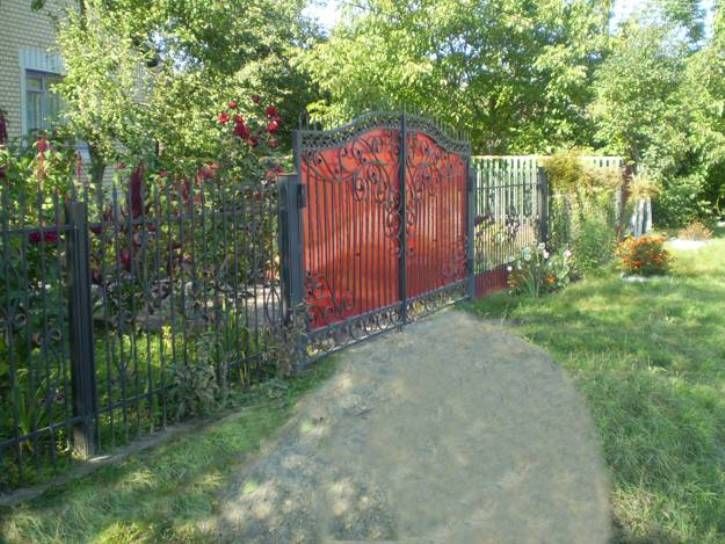 Tips To Repaint Home Iron Fence | 2020 Ideas on Gate Color Ideas  id=16891