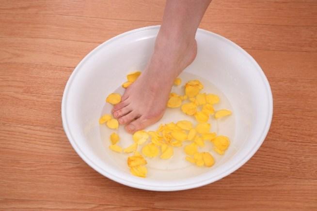 足のニオイには足湯洗面器が便利