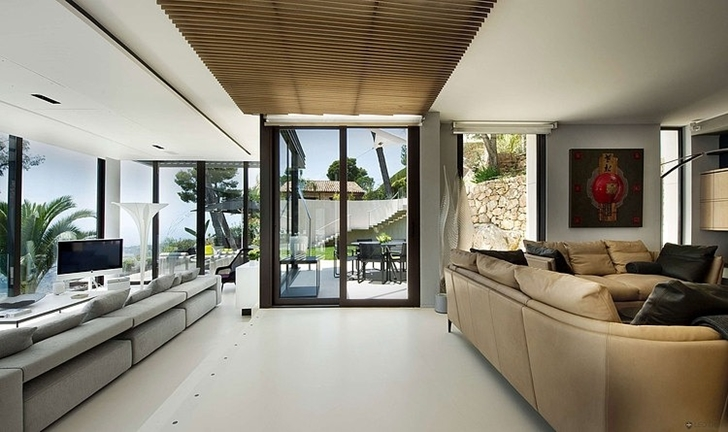 Modern_Bayview_Villa_In_C_te_d_Azur_France_on_world_of_architecture_06