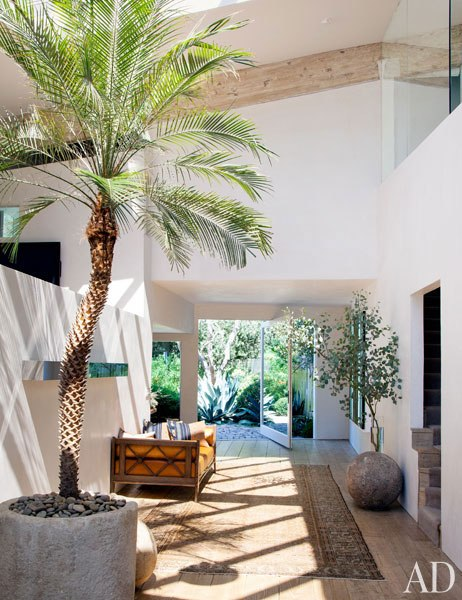 item2.rendition.slideshowWideVertical.patrick-dempsey-malibu-home-01-entrance-hall