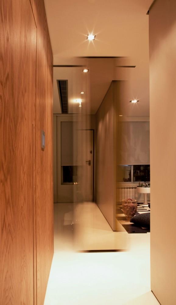 small-house-corridor