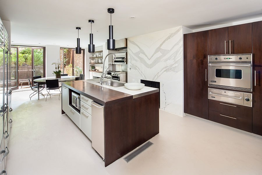 item4.rendition.slideshowHorizontal.sarah-jessica-parker-townhouse-05-kitchen