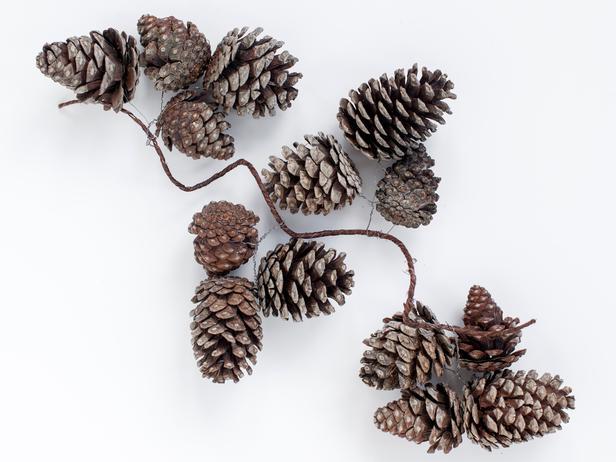 Original-TomKat_Christmas-pine-cone-gallery-step4_h_lg