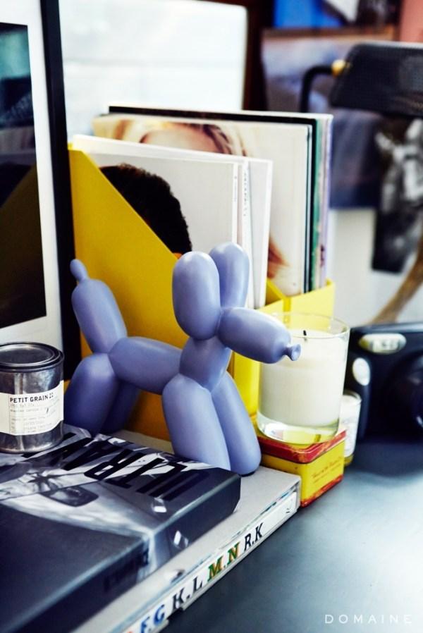 chiara-ballon-statue-books-684x1024