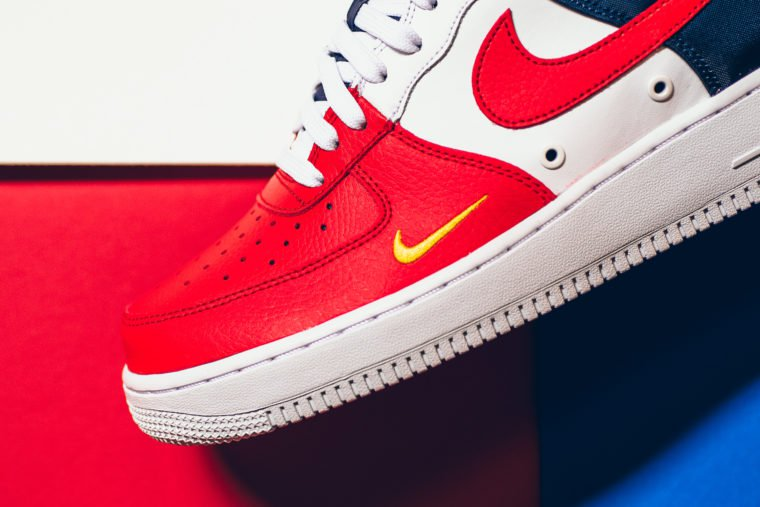 Nike Air Force 1 LV8 Mini Swoosh USA