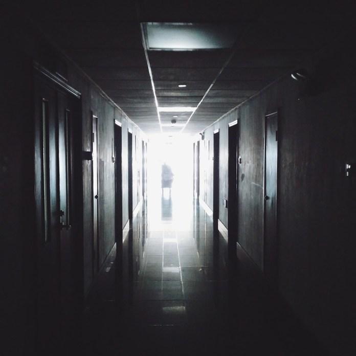 В Волгограде мужчина выпал из окна 9 этажа в больнице