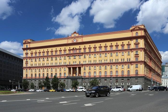 Пять сотрудников ФСБ уволили за съемку стрельбы у здания ведомства на Лубянке
