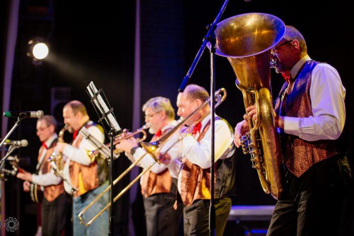 DixieLight Band выступит в «Глобусе»