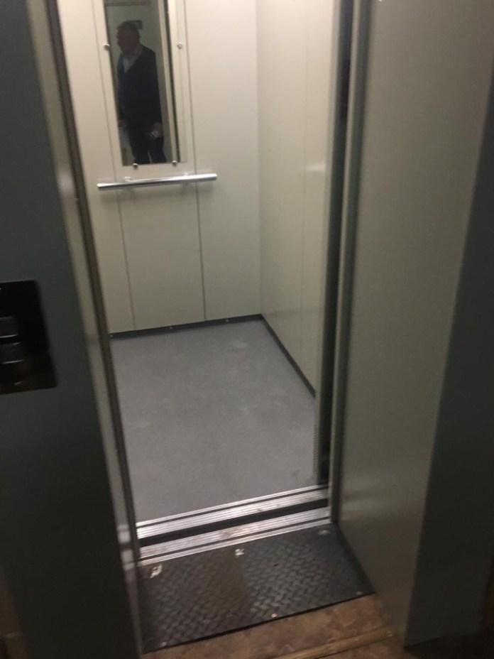 В рязанской поликлинике заменили лифт