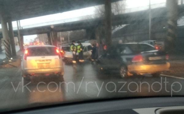 Соцсети: на Куйбышевском шоссе в Рязани произошло серьёзное ДТП