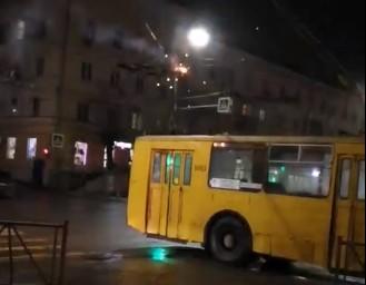 В Рязани сняли на видео «фейерверк» от троллейбусных проводов