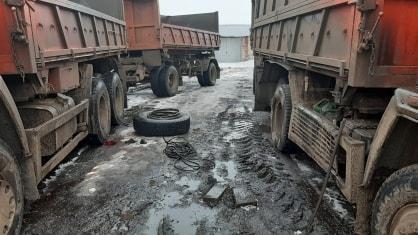 Водитель получил тяжёлые травмы при замене колеса «Камаза»