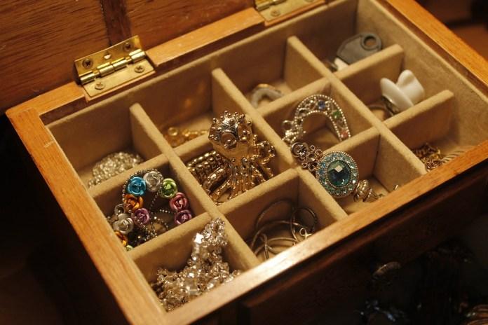 Эксперты отметили рост спроса на золото и ювелирные изделия перед 8 Марта