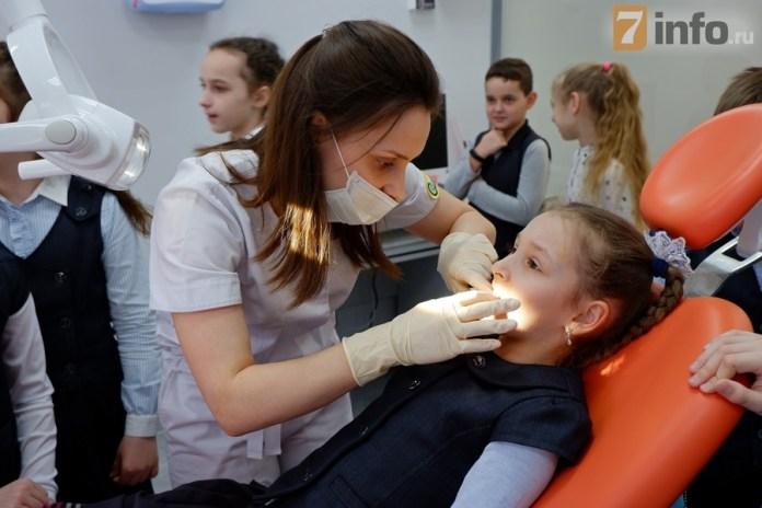 """РИА """"7 новостей"""" поздравляет специалистов Альфа-стоматологии с профессиональным праздником"""
