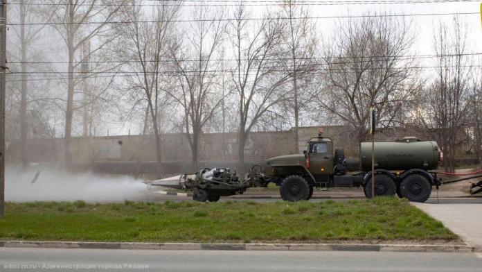 В Рязани вновь провели дезинфекцию с помощью военной техники