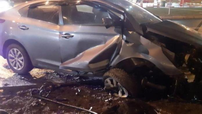 Наехал на бордюр: в Петербурге случилось ДТП с тремя травмированными
