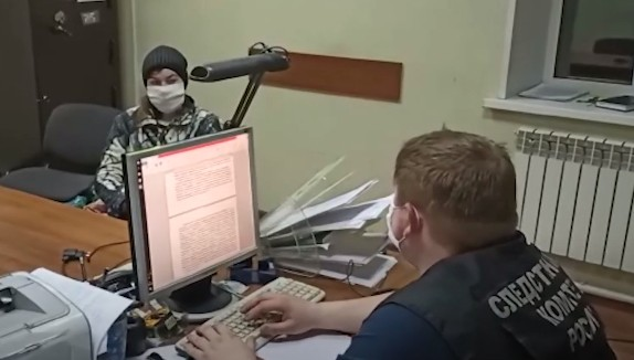 Подозреваемую в убийстве и расчленении знакомой показали на видео