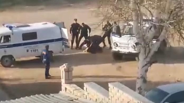 После видео с избиением полицейскими человека возбуждено уголовное дело