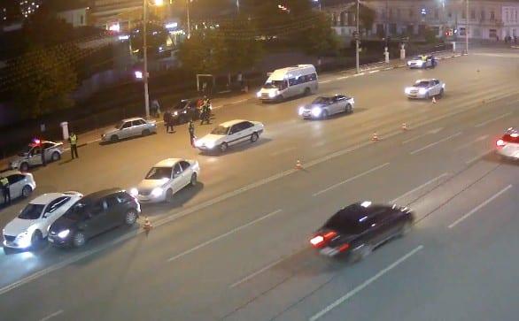 В центре Рязани массово останавливают автомобили