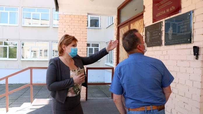 Елена Сорокина проверила школы Октябрьского района