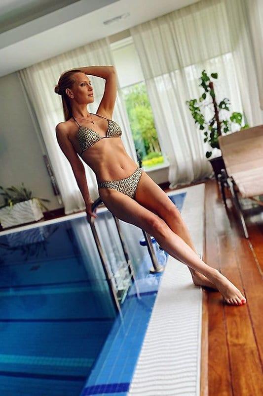 Олеся Судзиловская поразила поклонников шикарной фигурой в купальнике