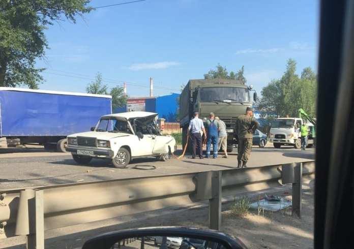 В Рязани грузовик врезался в легковушку, есть пострадавшие