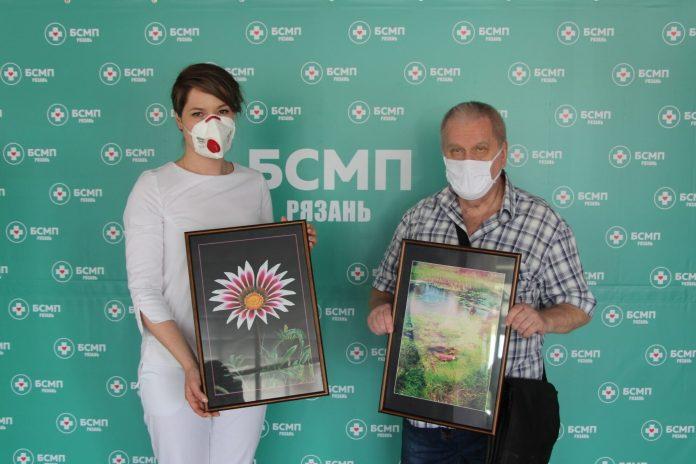 Рязанский фотохудожник подарил БСМП свои работы